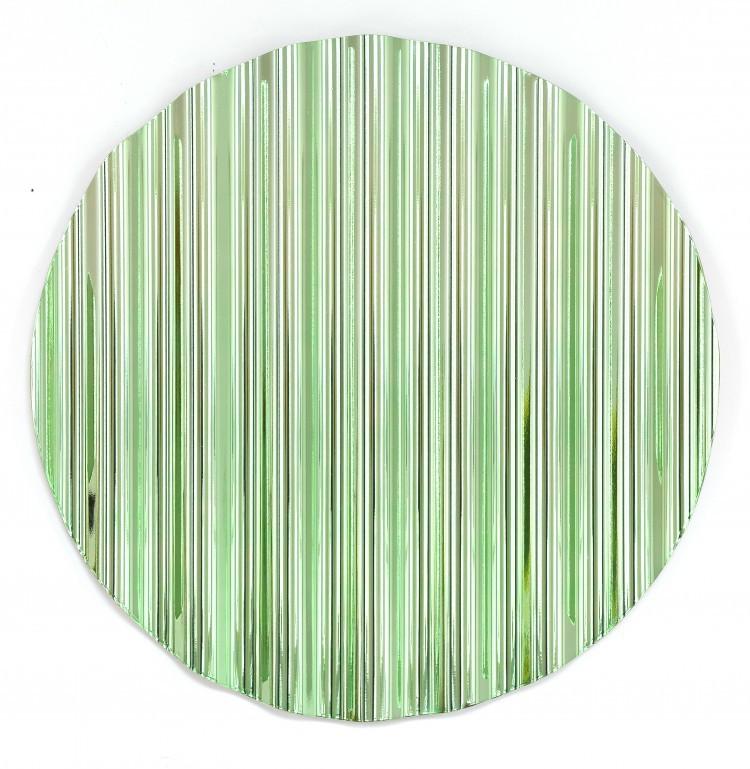 Art Alarm – Xaver Sedelmeier, Schutzschild grün (Serie aus 12 verschiedenfarbigen Wellblechen), Wellblech, metallisiert, ø 60 cm, Foto: Burkhardt Hellwig