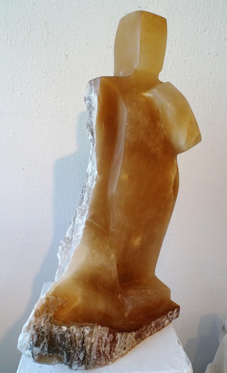 Art Alarm – Birgit Rehfeldt, Sigur, 2015, Alabaster Höhe 64 cm