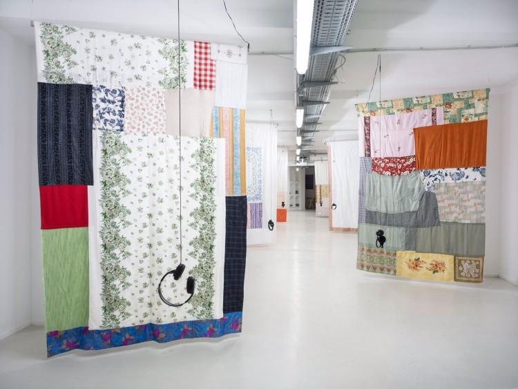 Art Alarm – Magda Korsinsky, Stricken, Installationsansicht