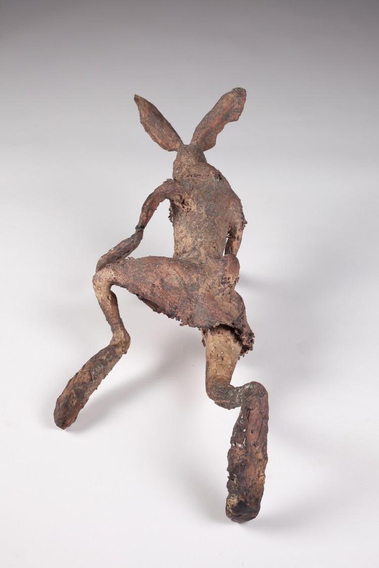 Art Alarm – Reiner Schlecker, Trimm-Dich-Übung eines verwilderten Stallhasen, 2017, Bronze, ca. 80 x 15 x 10 cm