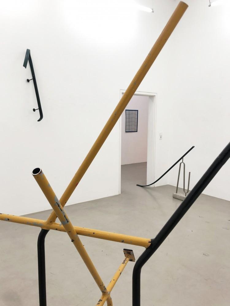 "Art Alarm – Ausstellungsansicht ""railings and failings"", Vanessa Henn, 2020/2021."