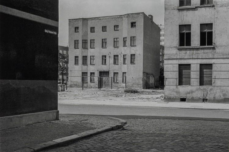 Art Alarm – Ulrich Wüst_Magdeburg 1981 © Ulrich Wüst, courtesy Galerie Loock. Mit Unterstützung der Stiftung KUNSTFONDS / NEUSTART KULTUR